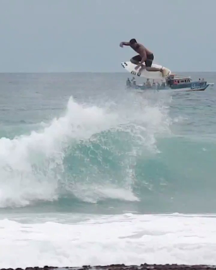 Boardshorts, blue waters, barrels, & @ferreiraitalo15 boosting. 🚀  What more could you ask for?  Filmed by Felipe Queiroz.