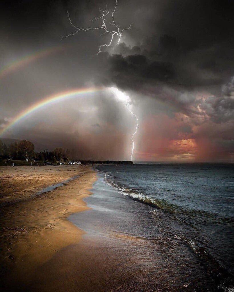 أسأل الله الذي لا يعجزه شيء في الأرض ولا في السماء أن يعطينا فيرضينا ويرزقنا فيغنينا .،ويجعلنا من السعداء في الدنيا والآخرة🍁