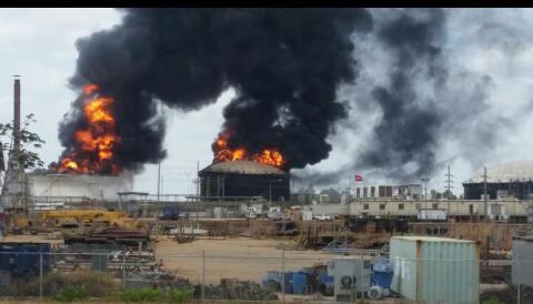 Urgente! Acaban de explotar dos tanques de diluyente en Petro San Félix a la altura de San Diego de Cabrutica. Faja Petrolífera del Orinoco. Están solicitando apoyo de emergencia