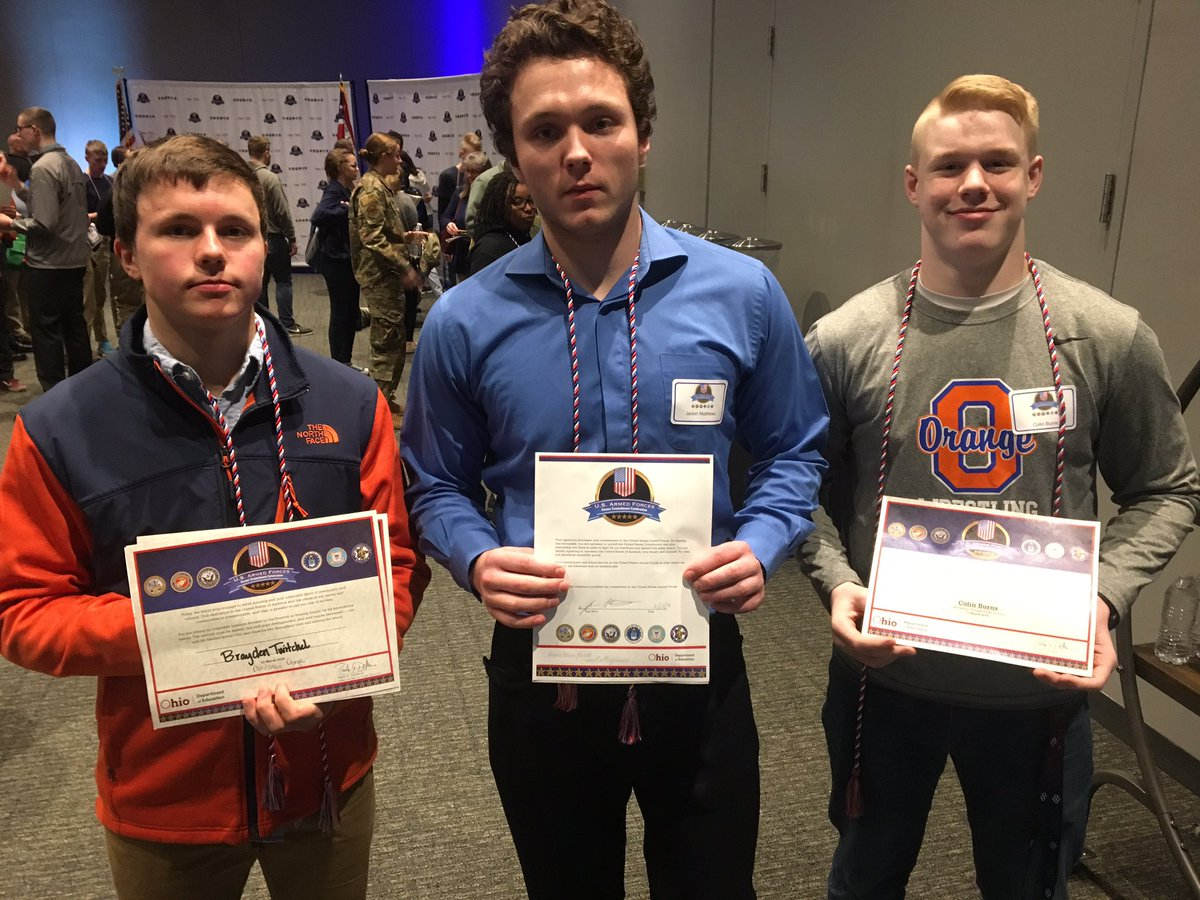 Here's a few young men I met from @OlentangySD Orange, who signed their letters today. Colin Burns is headed to the @USNavy; Brayden Twitchel and Jadon Matthews will join the @USMarineCorps this year.