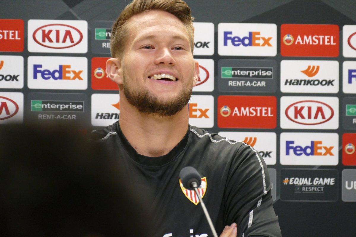 Vaclik, en la rueda de prensa de Praga (FOTO: UEFA).