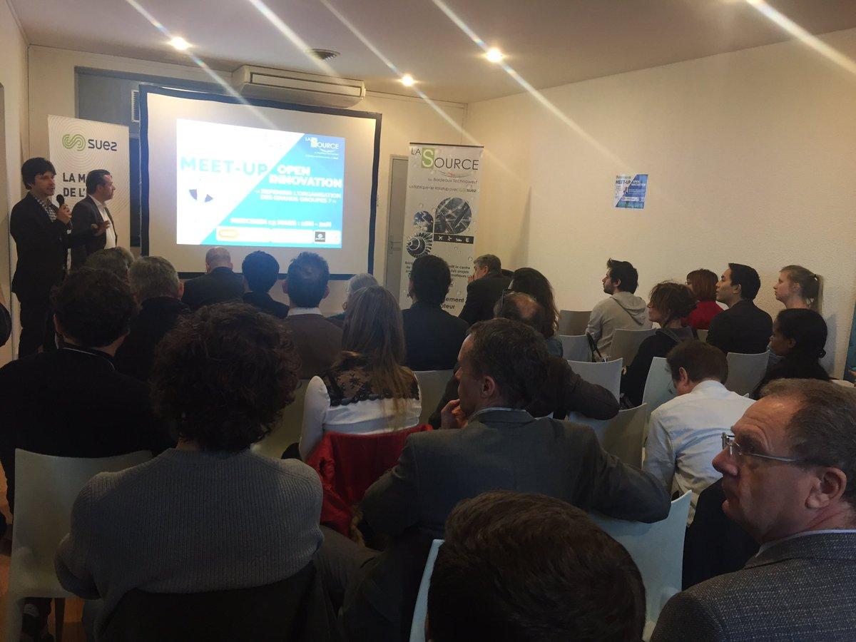Ouverture du 1er #Meetup de 2019 en collaboration avec le @VillageAquitain 🤜🤛 et une salle pleine à craquer ! 👨💻 Ce soir on parle #OpenInnovation ou «comment repenser l'organisation des grands groupes ?» 🤔  #Innovation #Startup #LaSourceEvent