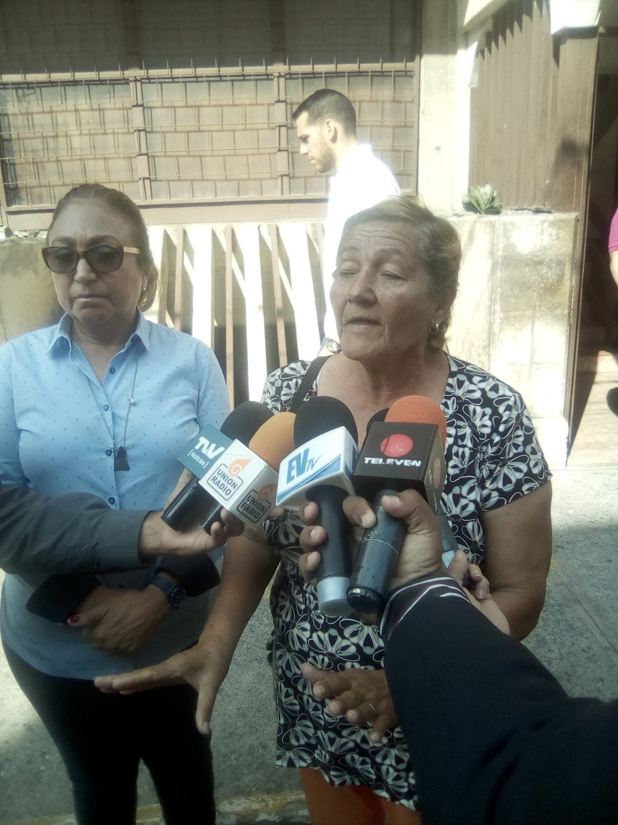 Yovanny Eslayer Muñoz va a morir en #Uribana si un Juez no ordena su inmediato traslado a un centro de salud. Acompaña a su abuela Olga Rodríguez y a su abogada Luisa Oribio a denunciar en el @MinpublicoVE está situación. 10am en la Fiscalía calle27 con carrera17 #Barquisimeto