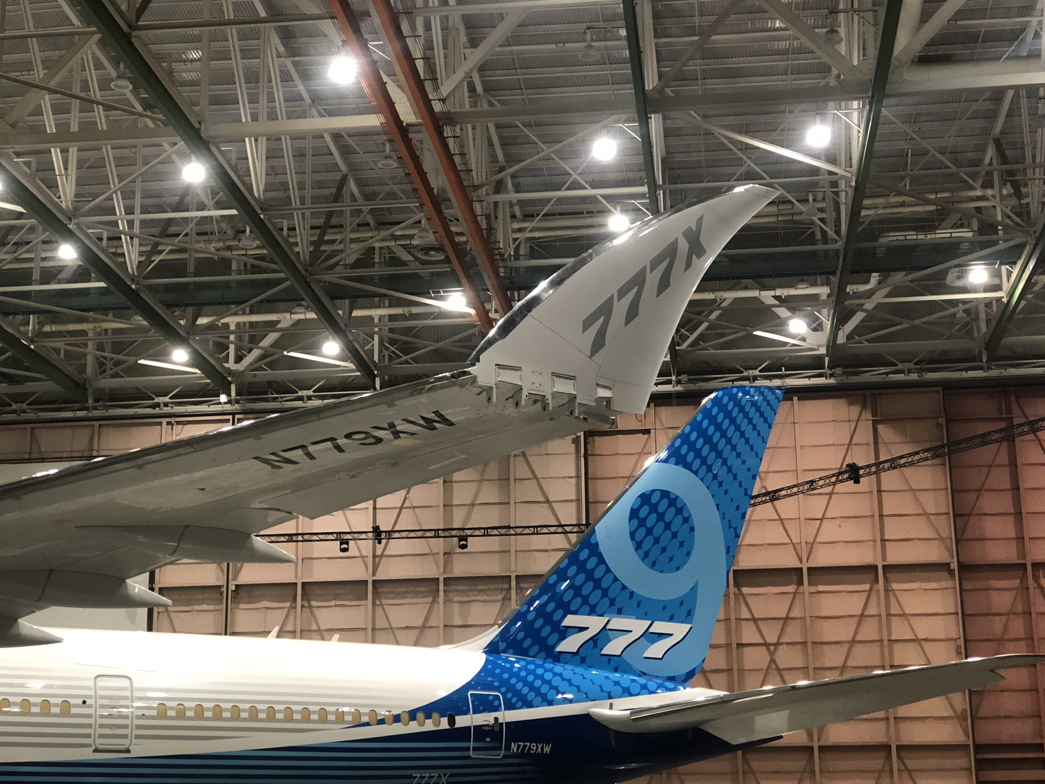 Boeing: twitter post about the 777X from @kym_rdschick