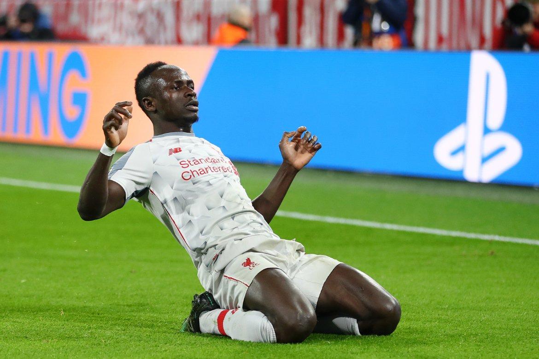 Sadio Mané festeja su primer gol del partido