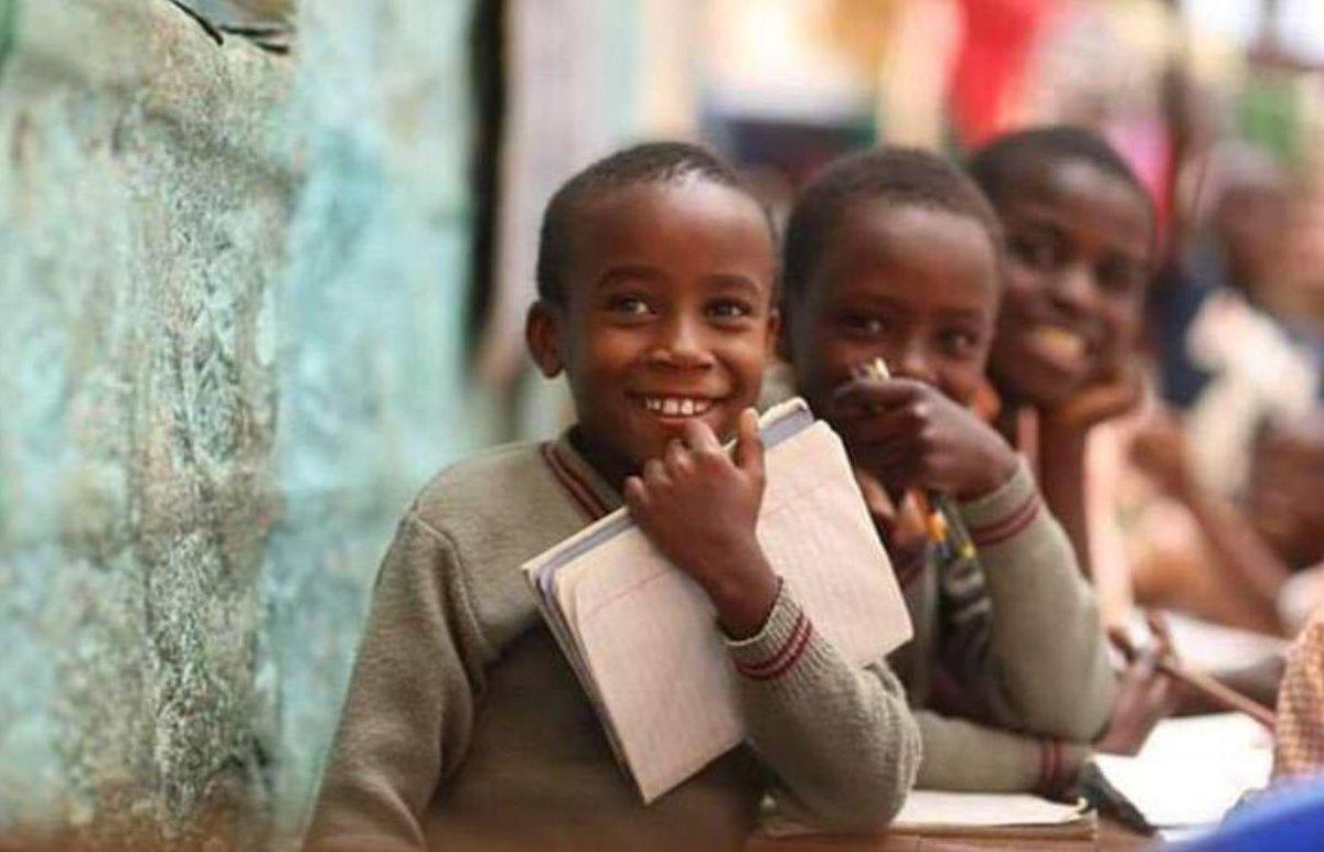 دع إبتسامتك هي أول ملامحك في الصباح فهي لك صحة ،وفي الدين صدقة ، وفي القلب سعادة ولمن حولك أثر جميلا ...😉🦋🎞📸📽💌