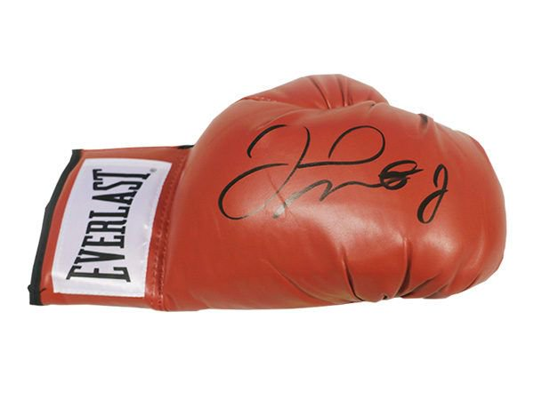 test Twitter Media - Get your own #Mayweather glove signed, sealed and delivered. https://t.co/QPvCgZBTTP https://t.co/SLMPq1ZB78