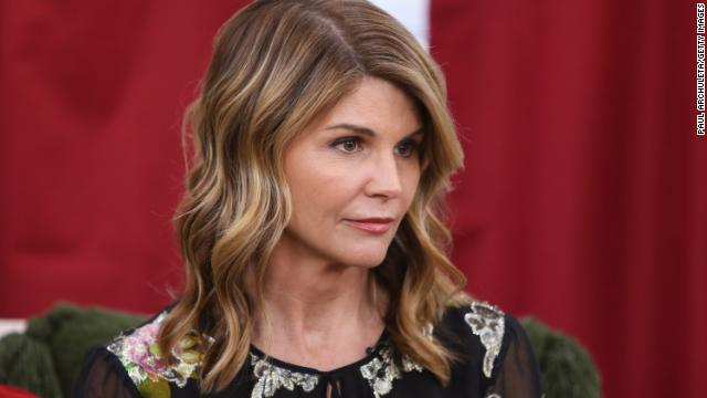 Actress Lori Loughlin's bond set at $1 million in college admissions cheating scheme https://t.co/BVBZTk0v9z https://t.co/v7UTyWzs35