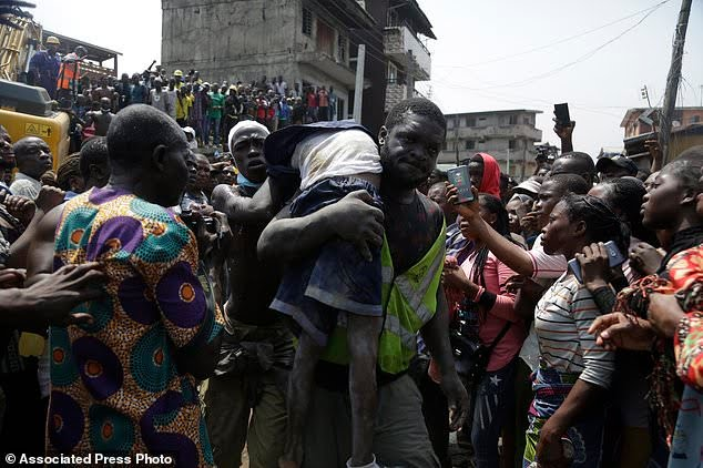 Lagos Collapsed Building: Man To Kill Himself After Losing 3 Children Who Resume Late Because Of School Fees