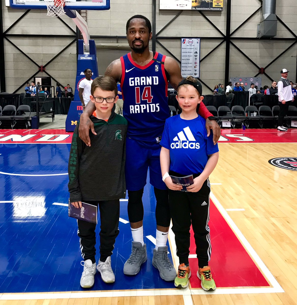 Tonight's player and fans of the game, @Kjay24k (30pts, 5reb & 2stl) and Noah & Carter! #WeAreGR