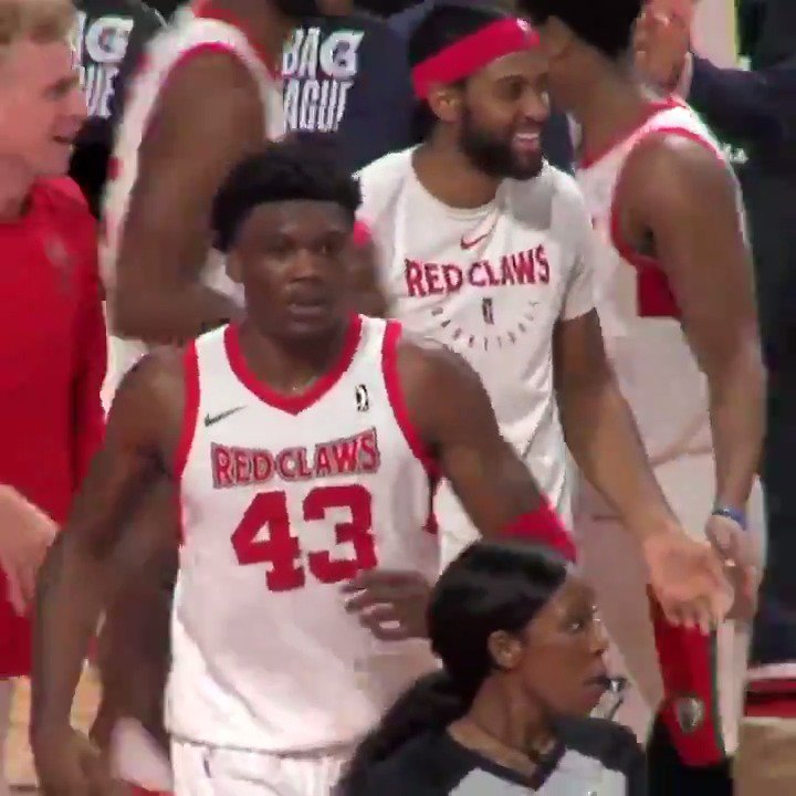 😱😱😱 @rob_williamsIII with the TIP DUNK to send it to OT‼️  @aggiembk ↗️ @celtics ➡️ @maineredclaws
