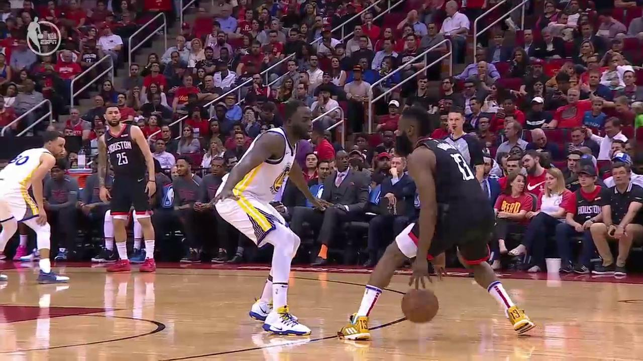 Harden STEP-BACK three over Draymond ... AND-1 �� https://t.co/hdw9YfoxXY
