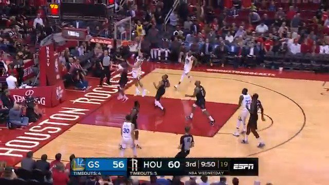 Draymond to Klay for the @warriors slam! Quick 7 PTS in Q3 for Thompson on @ESPNNBA.  #DubNation 65 #Rockets 61 https://t.co/Dv5RNCECav
