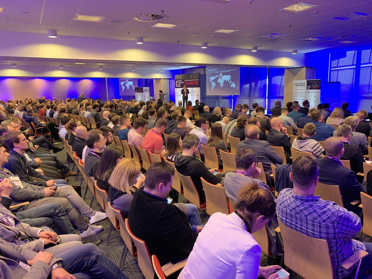 Właśnie ruszyło XII Forum Bezp i Audytu IT #semafor organizowane przez @ComputerworldPL wraz z @ISACA_Warsaw i #ISSAPolska. Idziemy na rekord: 560 uczestników. https://t.co/fxgjCWOZnz