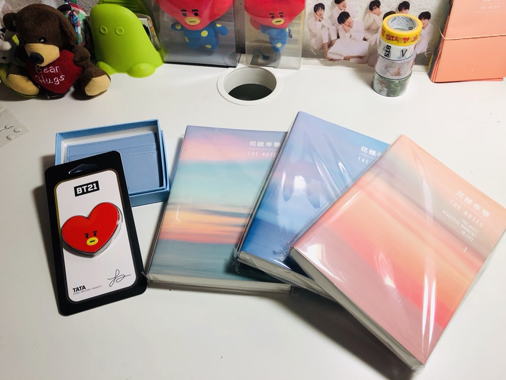 My HYYH #TheNotes1 is here!! + my griptok and Love Myself Card Case  Can't wait to read them <br>http://pic.twitter.com/CTISP4qtaX
