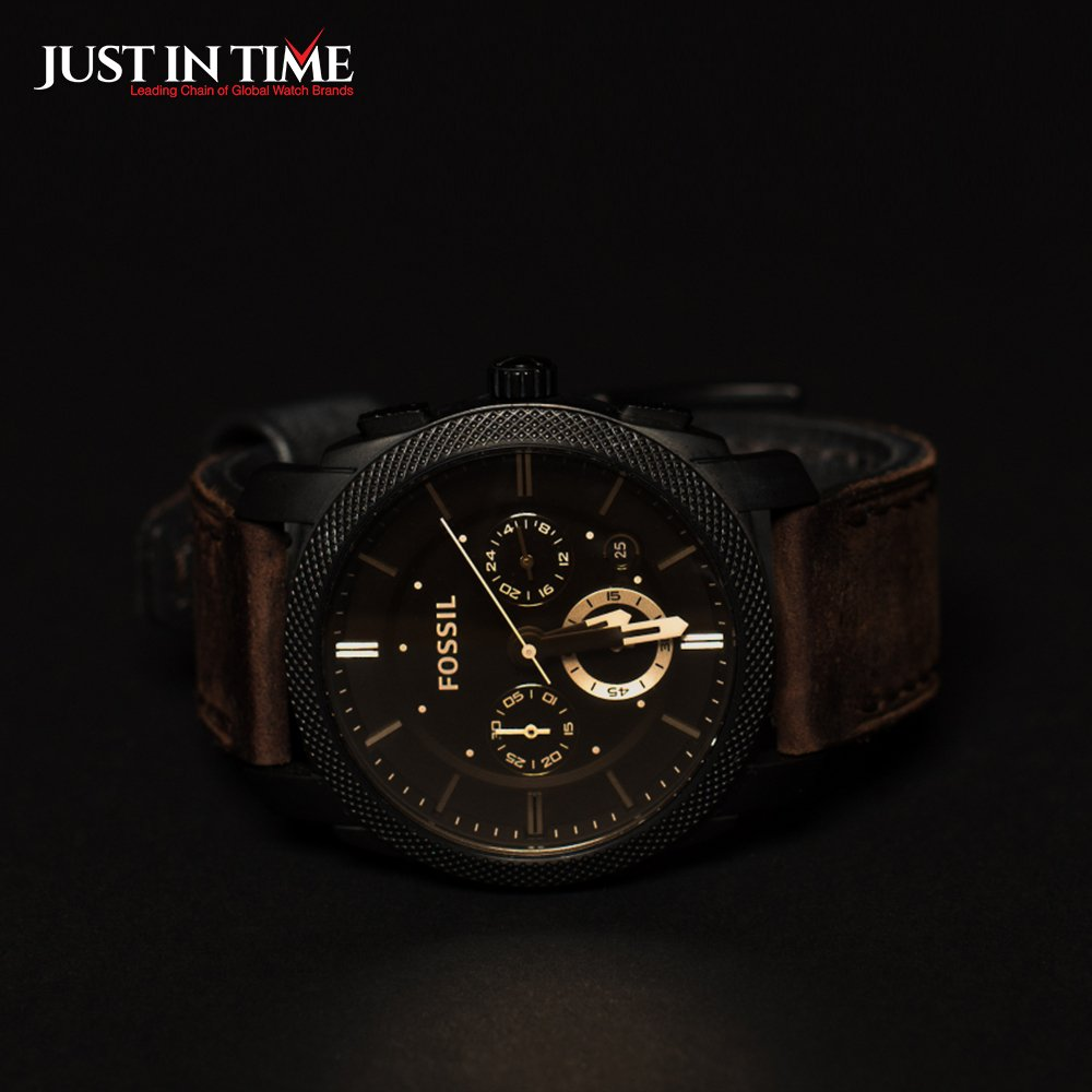 Make a statement with this dramatic timepiece featuring a brushed stainless steel black IP case and a brown leather strap. #justintime #fossilwatches #brandname #watch #fossil #fossilwatch #fossilwatches #fossilstyle #fossiladdict pic.twitter.com/89zG47vgYN