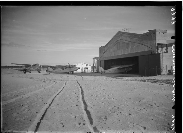 דווקא בימים האלה, כיף להיזכר: שדה דב בתל אביב, 1938.@ynetalerts  מתוך אוסף הצילומים של זולטן קלוגר