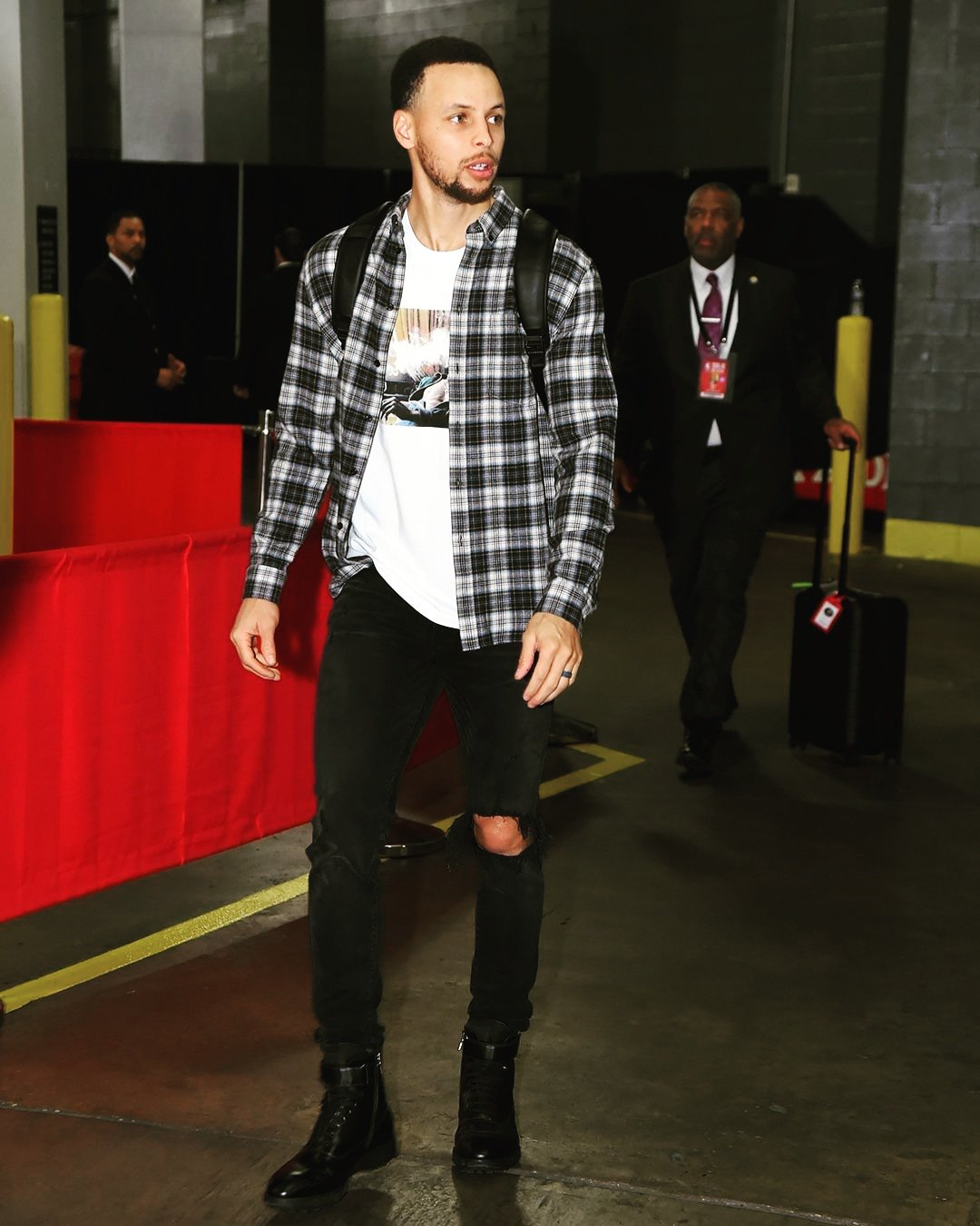 Happy birthday, Stephen Curry    Best wishes to you keep healthy.
