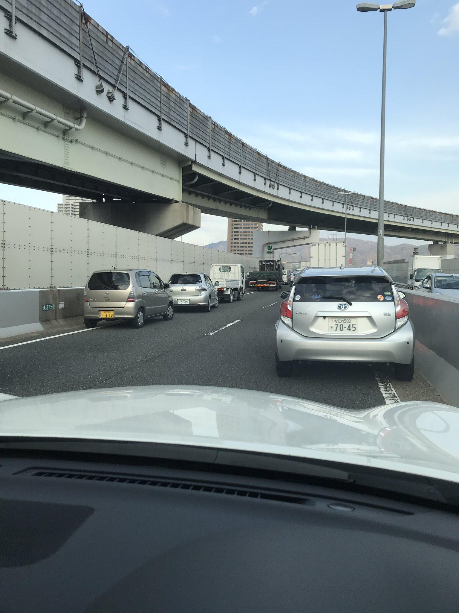 画像,阪神高速道路13号東大阪線奈良方面。事故で通行止らしく、30分くらいこんな感じです。体調絶不調の時に限ってタイミング悪いなぁ。近所走行される方はお気をつけて🚕 …