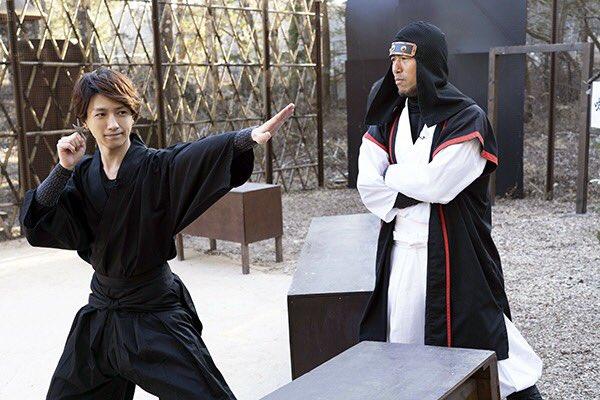 【第6回は3/29放送!】忍者修行ではいくつか武器の扱い方も教わりました 写真は手裏剣を構える鈴木さ