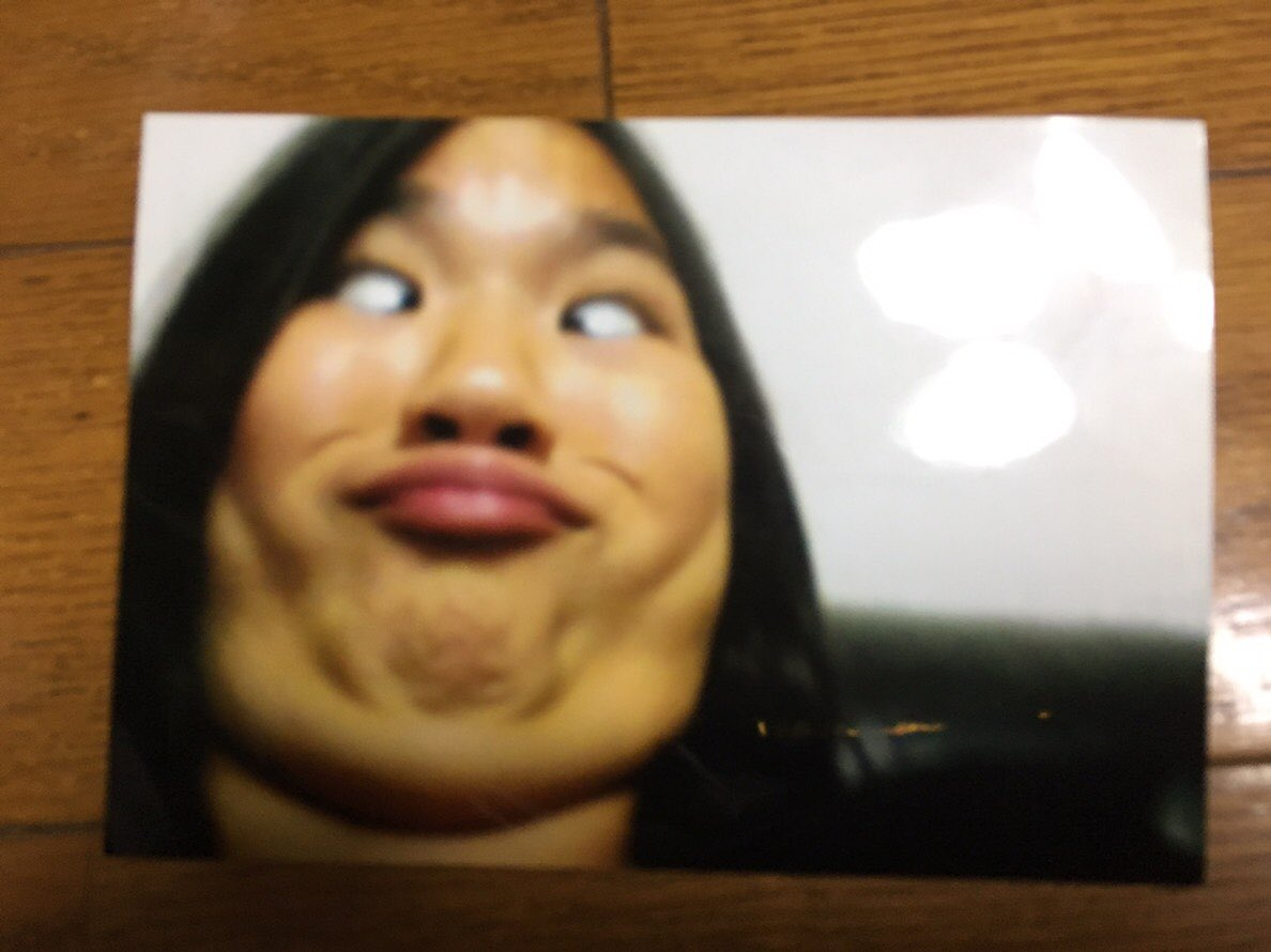 「笑顔の写真コンテスト」を何故か「笑かすコンテスト」と勘違いして渾身の変顔写真を応募。 和やかな写真の中に異質を放つ変顔写真が展示された結果、投票数1位で優勝。賞品のデジカメGET #どれだけのミスをしたかを競うミス日本コンテスト