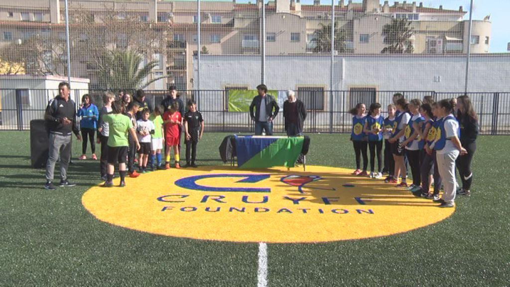 L'@Esc_PladeMar i l'Escola Àngel Guimerà s'emporten el 8è Torneig @CruyffCourt6vs6 El Vendrell http://www.rtvelvendrell.cat/lescola-pla-de-mar-i-langel-guimera-semporten-el-8e-torneig-cruyff-court-el-vendrell/… #cruyffcourt #vendrell