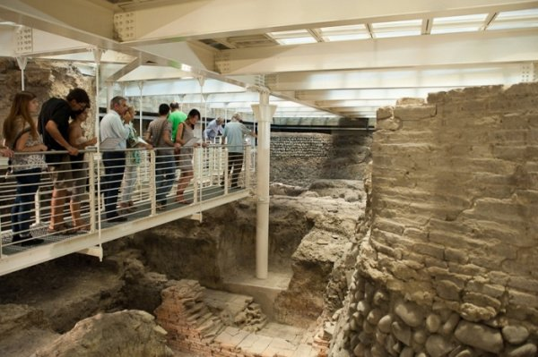 Oggi pomeriggio #14marzo, alle 17.15, visita guidata agli scavi archeologici di Salaborsa: un bibliotecario accompagna i partecipanti attraverso un percorso nel cuore di #Bologna! 😍 Scopri di più: http://bit.ly/VisitaGuidataSalabora…