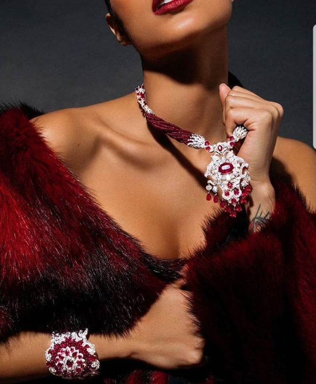 #FineJewellery  #LuxuryJewellery #royaljewels #Royalfamily #hautejoaillerie #instaluxurylife #billionairelife #billionarelifestyle #billionaire #luxurygoods #luxurylife #royalchic #luxurylifestyle #artinspiration #newyorkdesigner #londondesigner #luxurymagazine #robbreport #…pic.twitter.com/qna1ZFMT44