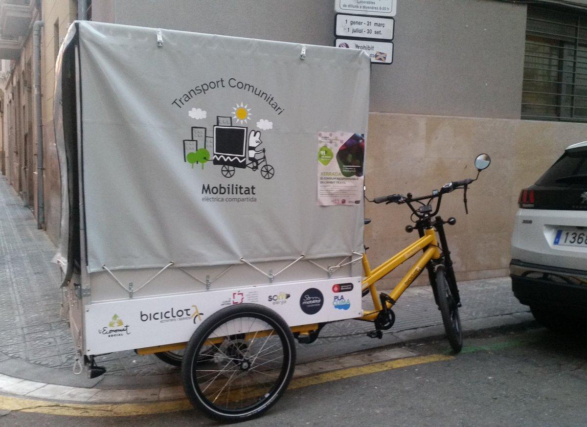 Una #bicicargo comunitària al #barrideSants impulsada per @SomMobilitat? #mobilitatsostenible #bcnsostenible #transportsostenible #santssostenible #placlima #lalleialtatsantsencapic.twitter.com/y91iRm9Z5l