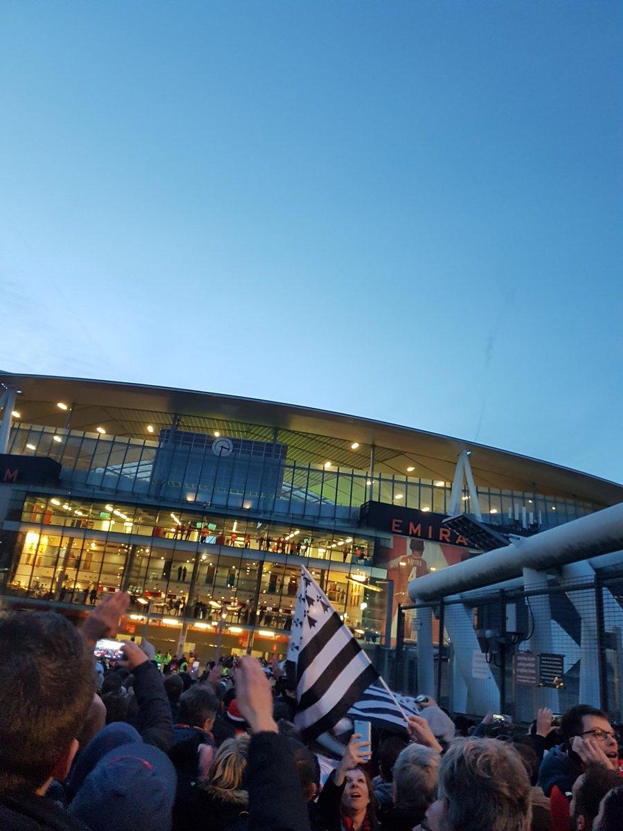 ON ARRIVE !!!  #ArsenalSRFC #RoazhOnTour<br>http://pic.twitter.com/KGCr7Wy2Hl