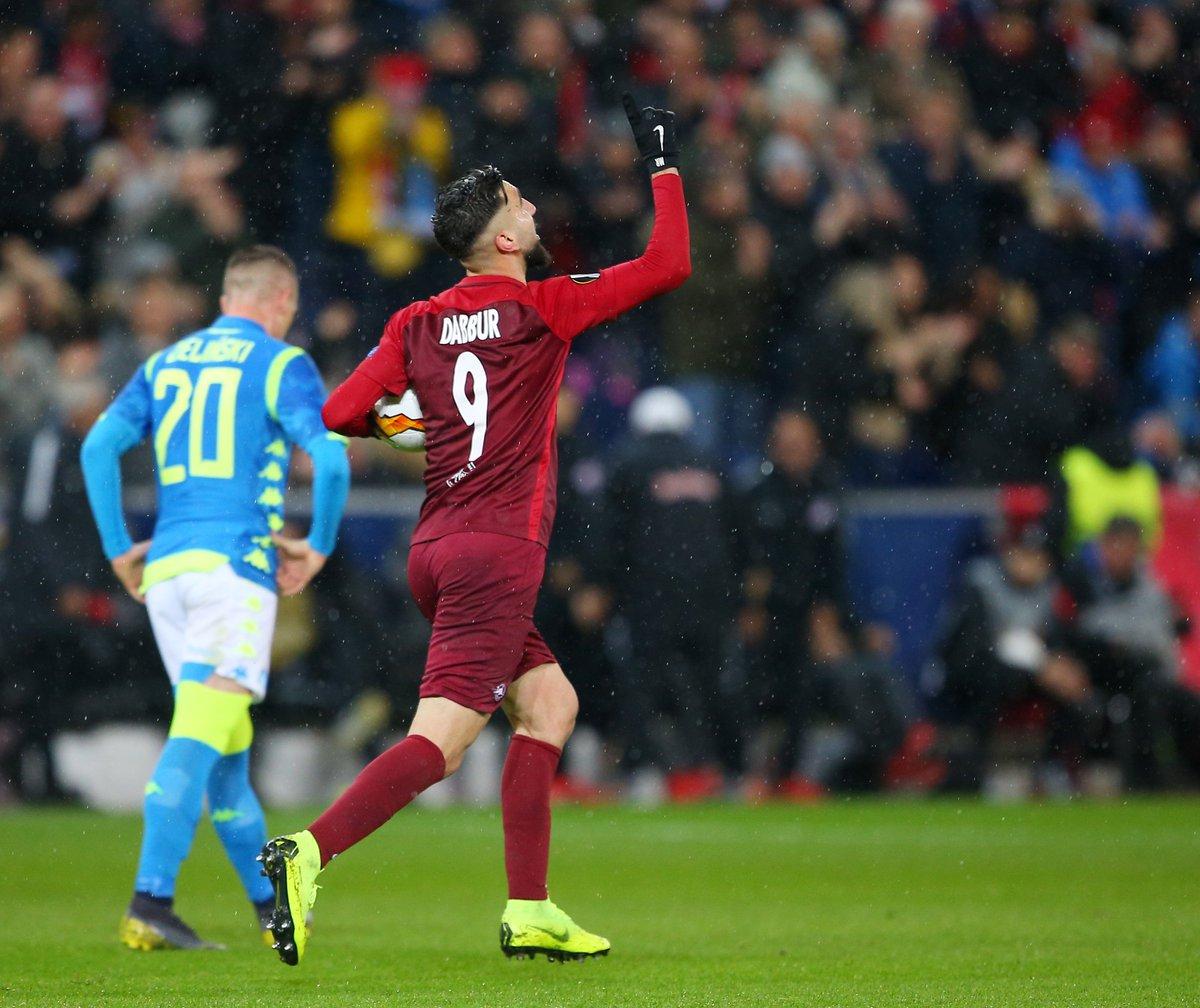 Dabbur celebra su gol al Nápoles.