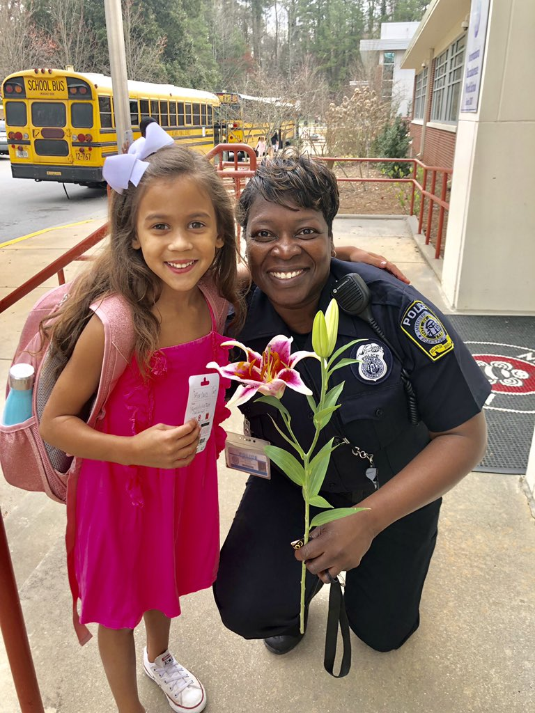 Wow what can I say.  Thank you to my Brandon Bee family Mia, Kendall and her mom for thinking of me.  I truly appreciate this family.  @jbland100 @dehutson @MsEkpere @MorrisBrandonES @mbpcaps @APSPolice @APSPDChief @SuttonPrincipal https://t.co/bLWSX0ece9