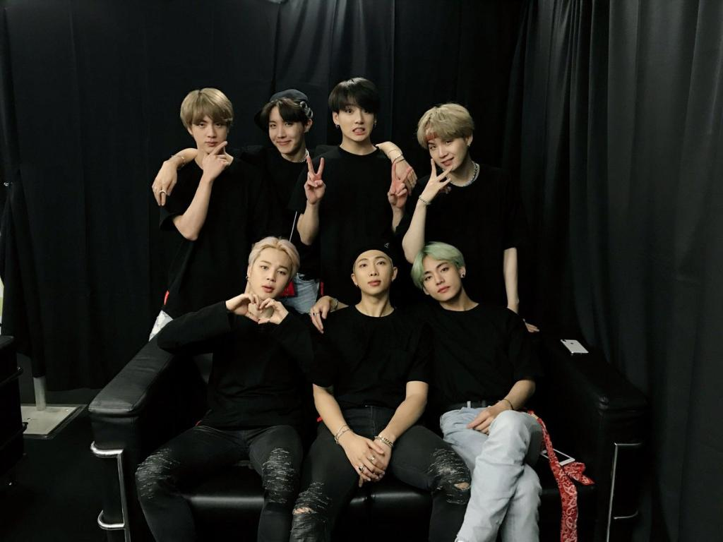 #BTS is going to be performing on @nbcsnl on April 13, the day after their new album comes out! @bts_bighit @BTS_twt<br>http://pic.twitter.com/1WPQDepqb6