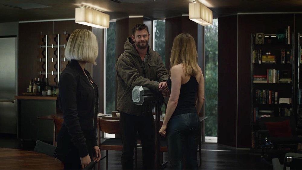 Watch #CaptainMarvel meet Thor in the latest #AvengersEndgame trailer https://t.co/cArbcUAHLZ https://t.co/1XAGeMwdtQ