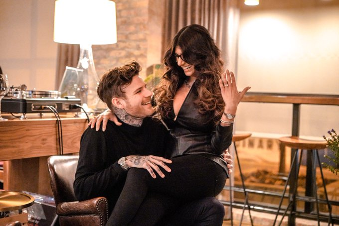 """I'm the luckiest girl in the world 💍 and I said """"JA!"""" Vi är förlovade! ! #StockholmSyndrome #Trapped🤵🏼👰🏽"""
