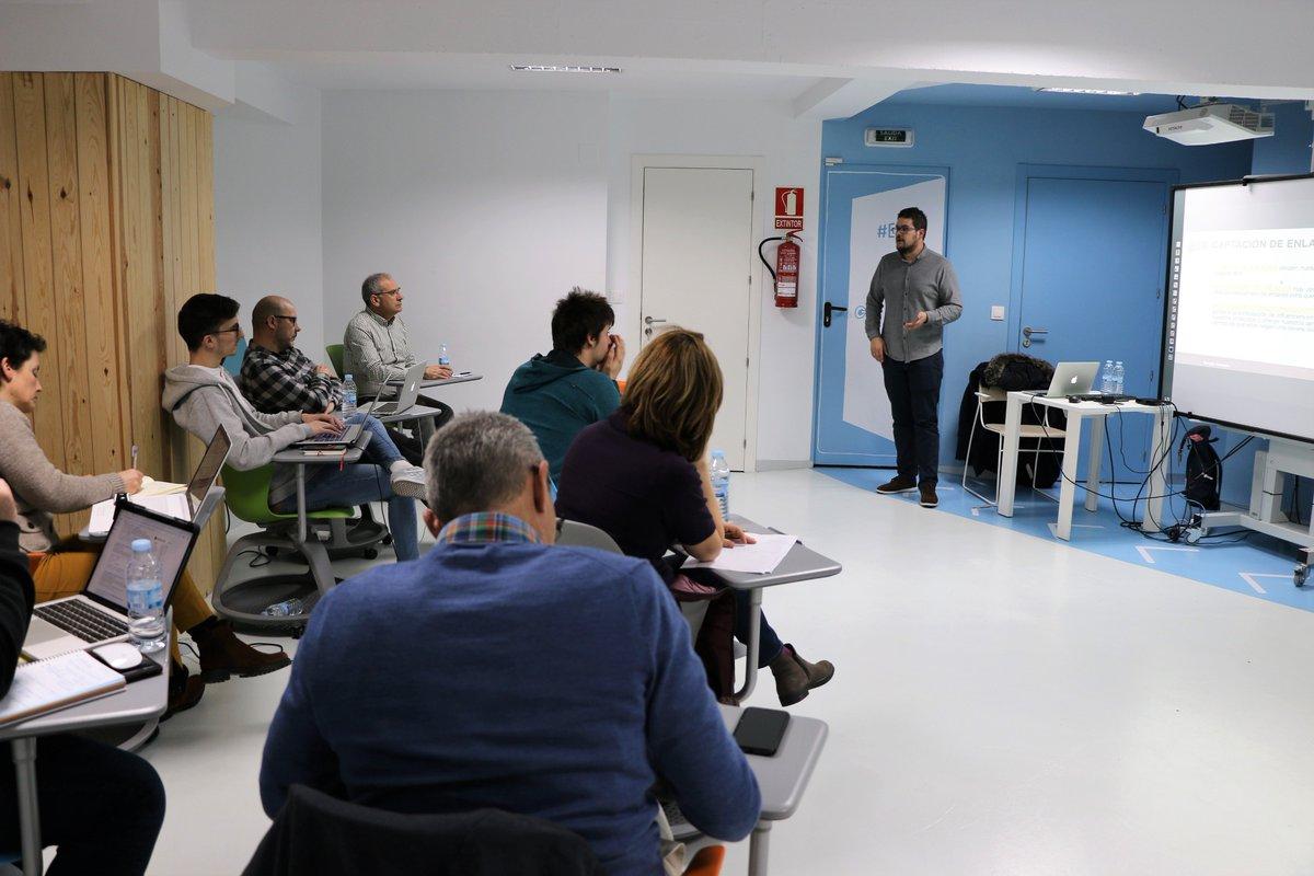 La #2GeneracionMDB profundizó este fin de semana en #SEOoffpage y #AuditoriasSEO de la mano de Sergio Castelo, SEO Manager y Director de Proyectos Digitales. Ciclo de trabajo SEO, tipologías de enlaces, #auditoriosSEO, métricas, #PageRank, construcción de enlaces... 🧐💪 https://t.co/2cuwuyzNs2