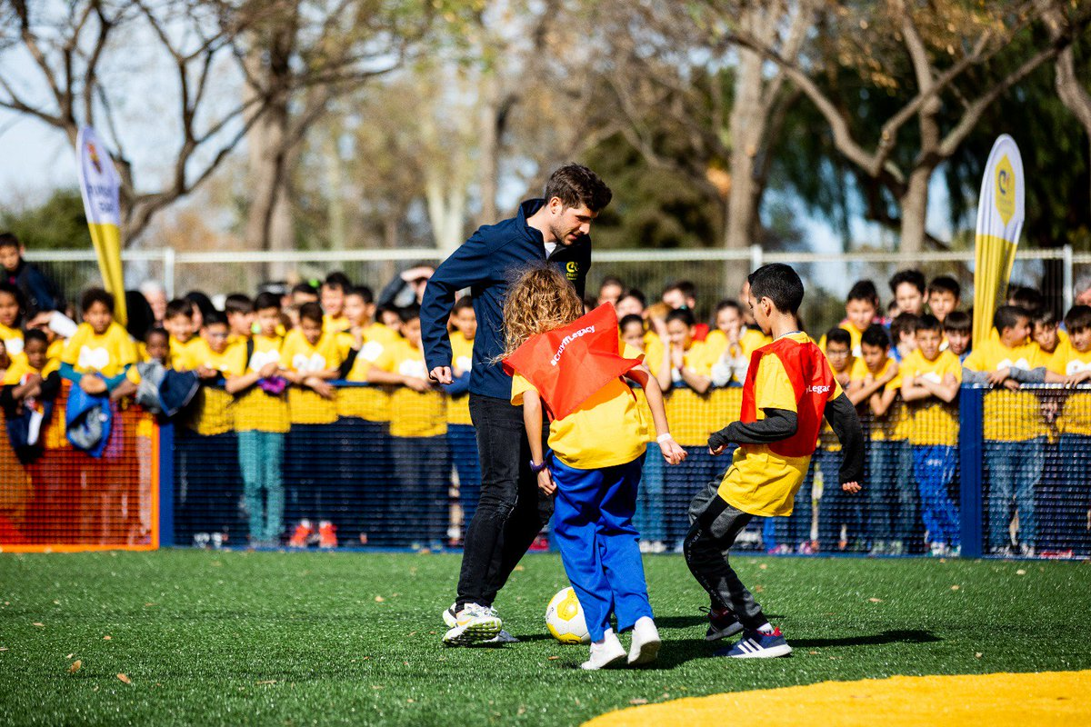 This Cruyff Courts are the perfect space for kids to play saftely outside. A place to practise your Barça Style on the street.❤💙⚽️ #CreatingSpace