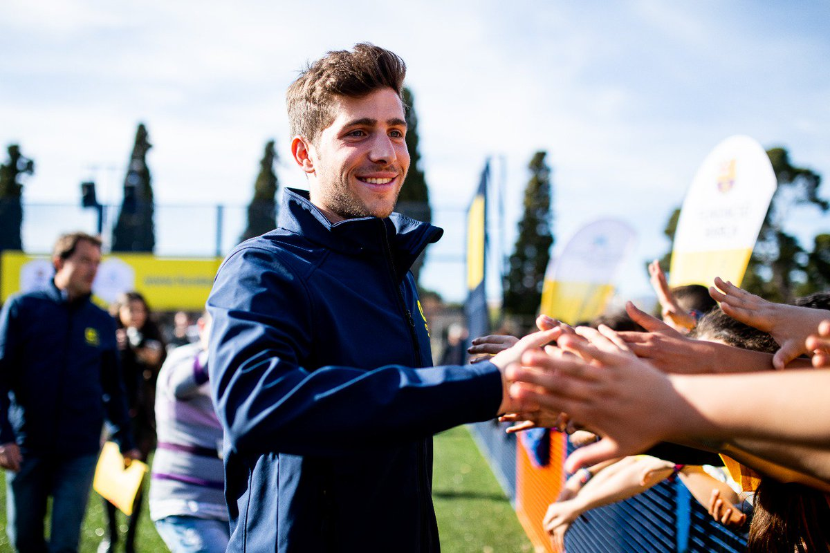 Thank you @SergiRoberto10 for your commitment with Reus, the Barça values and @FundacionCruyff👏👏  #CreatingSpace