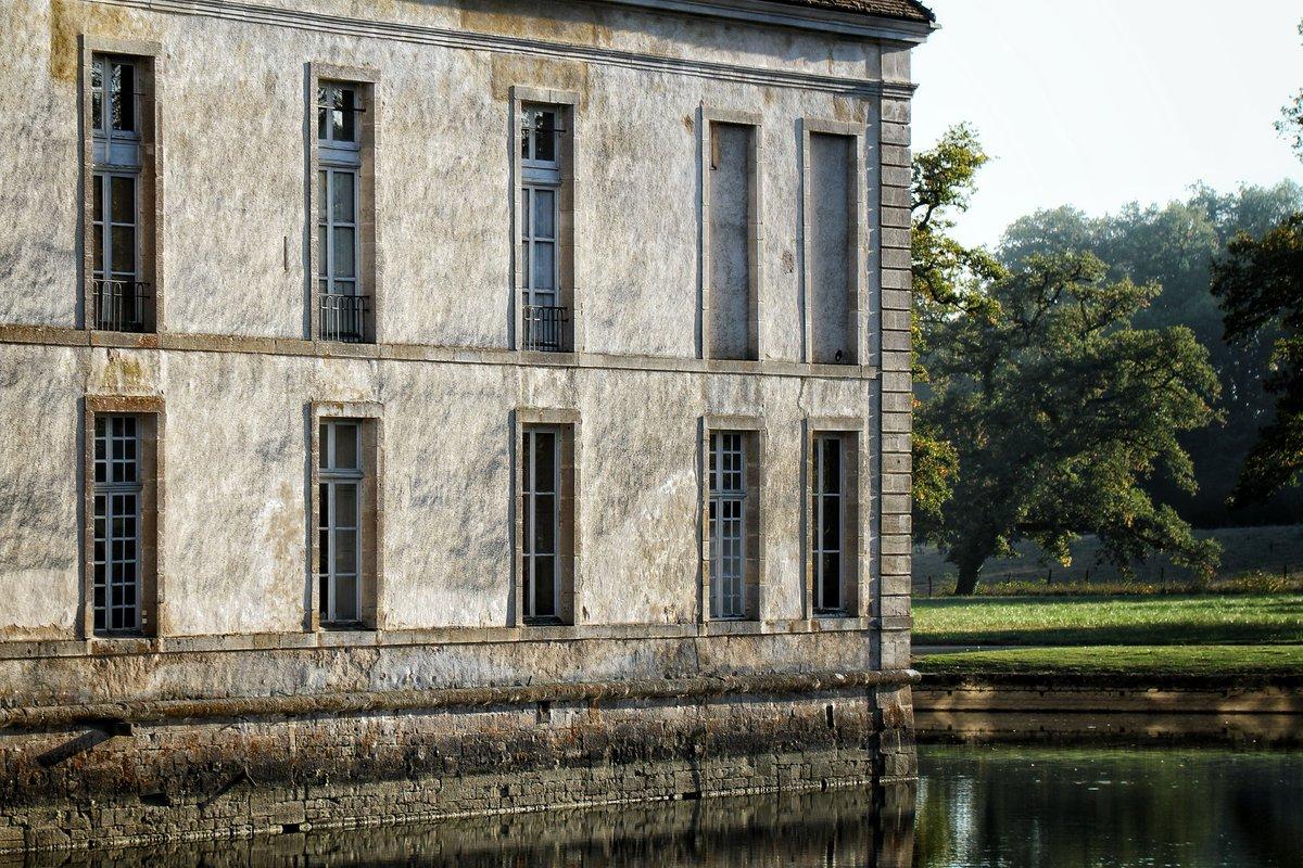 Château de Commarin's photo on #cestpirequelafindumonde