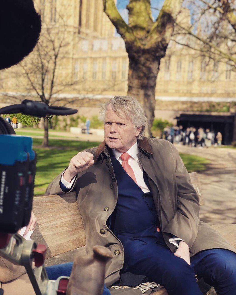 Nu op @EenVandaag ons interview met Lord Dobbs!! De schrijver van #houseofcards #brexit @VanessaLamsvelt voor de liefhebber MET 'Shakespearian aside'!pic.twitter.com/SNwaIQvzvr
