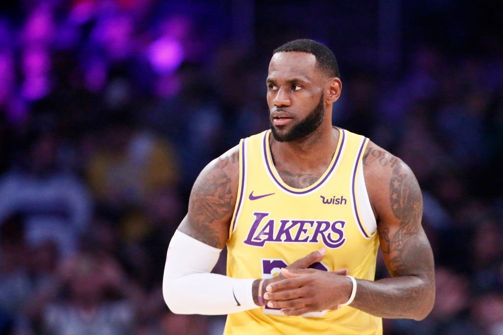 Every year since his rookie year, LeBron James has averaged at least 25 points, six rebounds, and six assists. He has three straight years of 26/8/8.  8pm/et: @Lakers x @Raptors  10:30pm/et: @dallasmavs x @nuggets   @NBAonTNT Tune-In Tidbits: https://stats.nba.com/articles/tune-in-tidbits-tnt-thursday-march-14-2019/ …