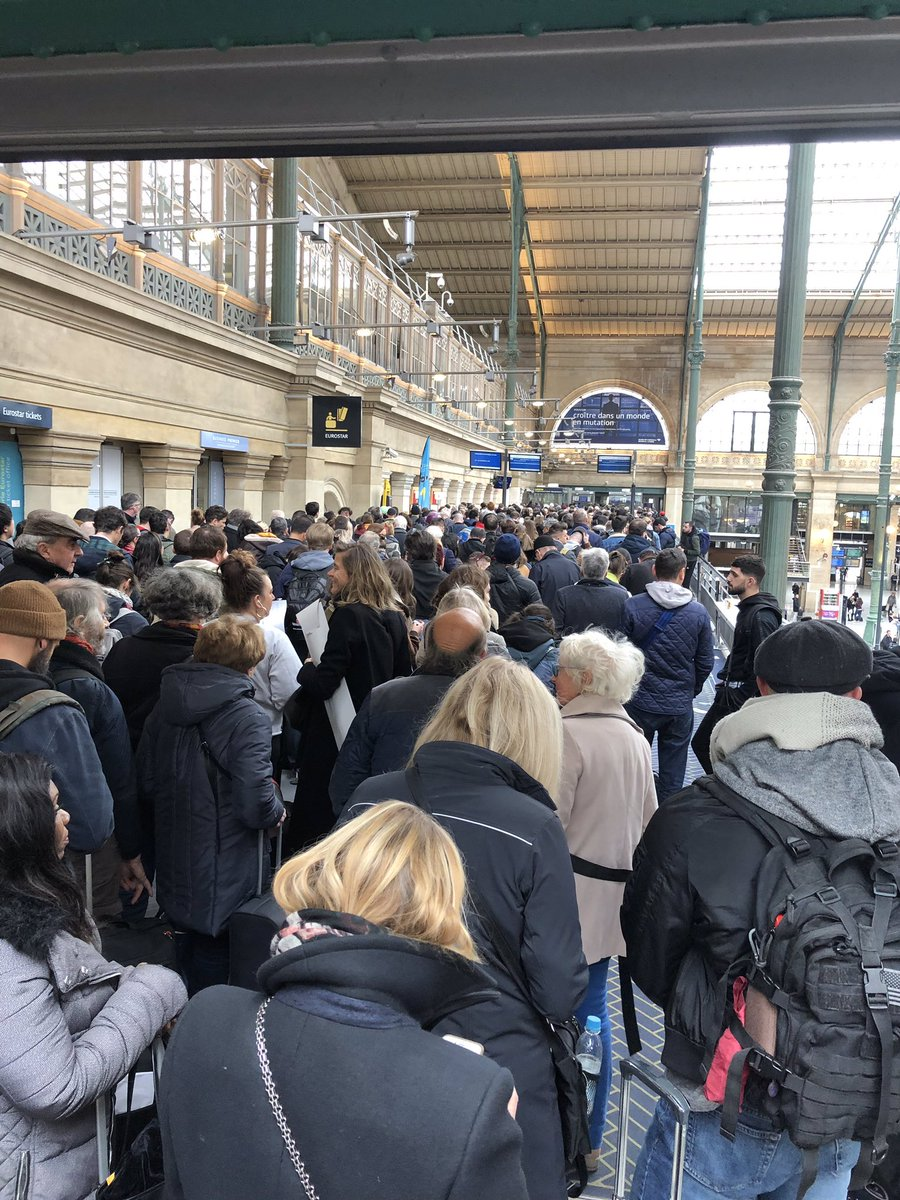 Eurostar warns passengers not to travel to France amid border chaos and five-hour queues