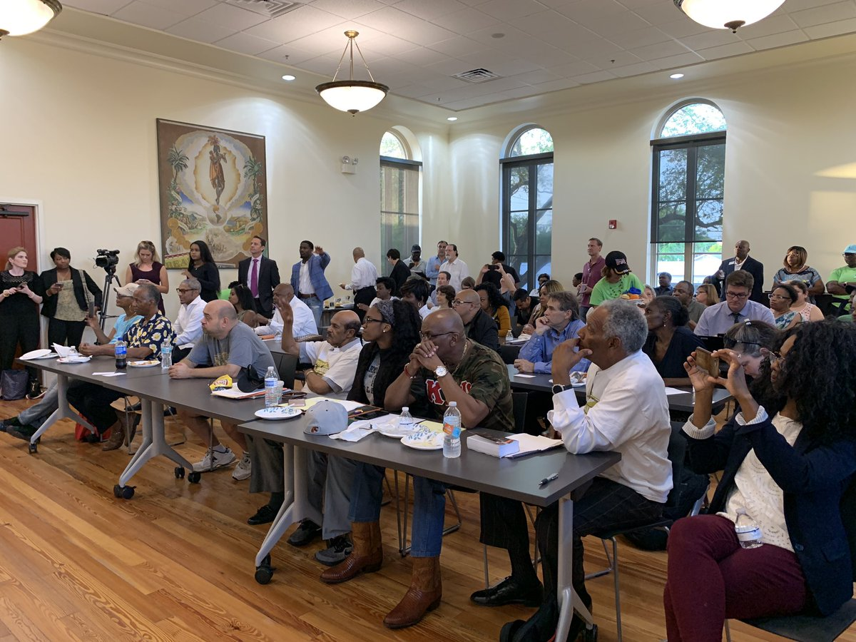 Huge crowd ready to hear David&#39;s vision for Tampa at the Hillsborough County Democratic Black Candidate Q&amp;A  #JustImagine #TampaMayor2019 #Tampa #StrazMayor2019<br>http://pic.twitter.com/vylSh1LcmD &ndash; à West Tampa Branch Library
