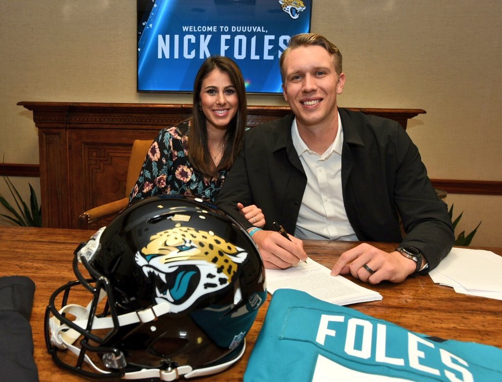 It's official! What a day touring the Jaguar facilities and meeting so many new faces. Thank you to everyone on the staff who treated us with the utmost hospitality. Thrilled to be a part of the Jaguar family and excited for all that is to come. #DUUUVAL
