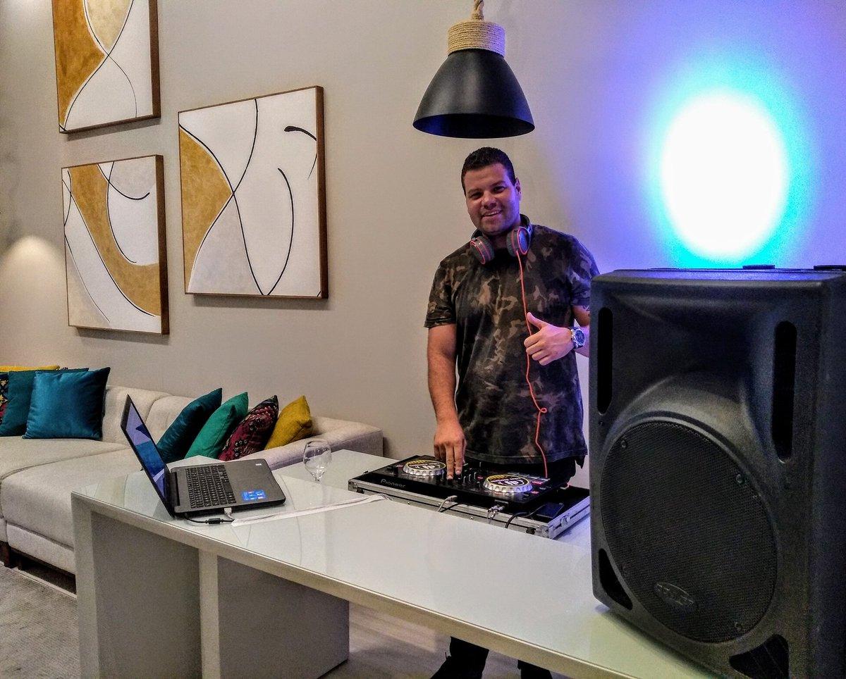PLAY na quinta-feira  Vamos dar início ao evento da #VilaDoAçai aqui na @casamaisfamilia e a música fica por minha conta  . . . . . . #dj #play #djlucasrodrigues #musica #festa #quintafeira #shopping #casafamiliapic.twitter.com/uHYKU1vFpo