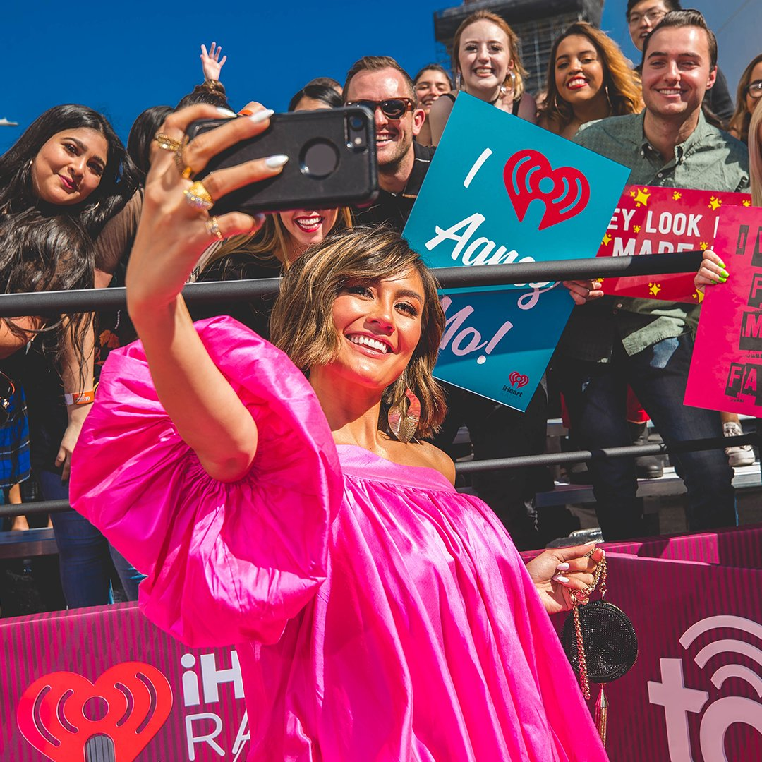 Pause for one second for some fan appreciation with @agnezmo! 😍  #SocialStarAward @TotalWireless #totalconfidence #iHeartAwards2019
