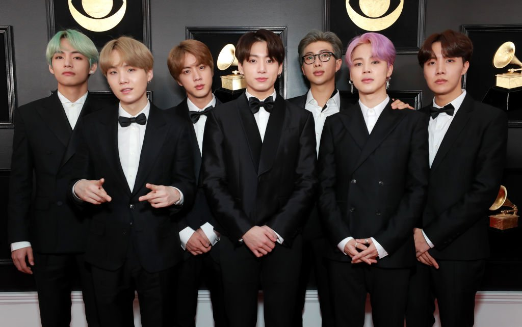 RT if you think #BTSARMY and #BTS should win best fan army at the #iHeartAwards.<br>http://pic.twitter.com/Vi5hSNYG1D