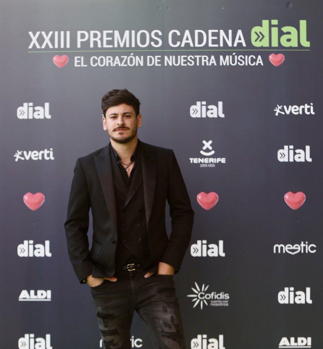 Seguimos echando un vistazo a los looks que nuestros artistas han elegido para los #PremiosDIAL 2019   ¡Hemos fichado a @cepedaoficial ! 😍 #ElCorazonDeNuestraMusica