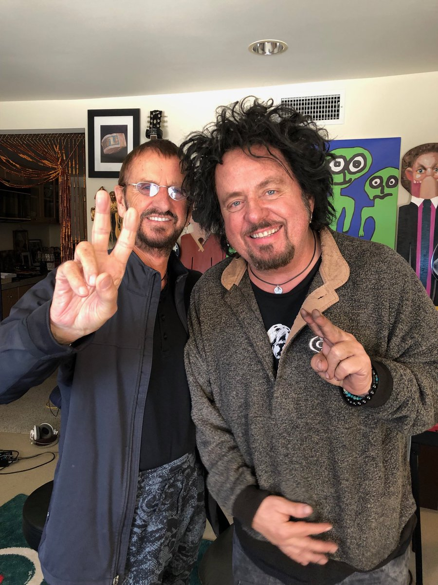 In the studio again with the great Steve Lukather what a guy peace and Love. 😎✌️🌟💖🏋🏻♀️💕🐘🍒🦏☮️