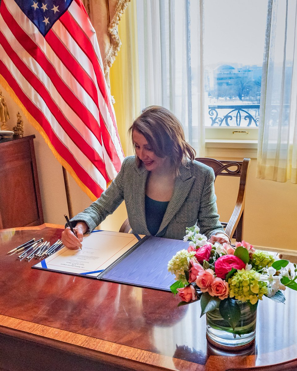 Today, I was proud to sign legislation making it clear – once again – that the Congress is committed to protecting the separation of powers in our Constitution &amp; rejecting the President's #FakeEmergency. <br>http://pic.twitter.com/fjkX9VhqOM